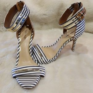 Gianni Bini navy stripped ankle strap heels size 9